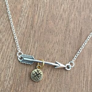 Jewelry - 🎁 Compass & Arrow Necklace